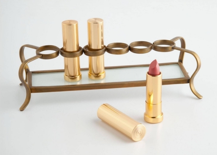 accessoire pour maquillage femme, idée cadeau pratique pour femme, organisateur rouge à lèvres en métal