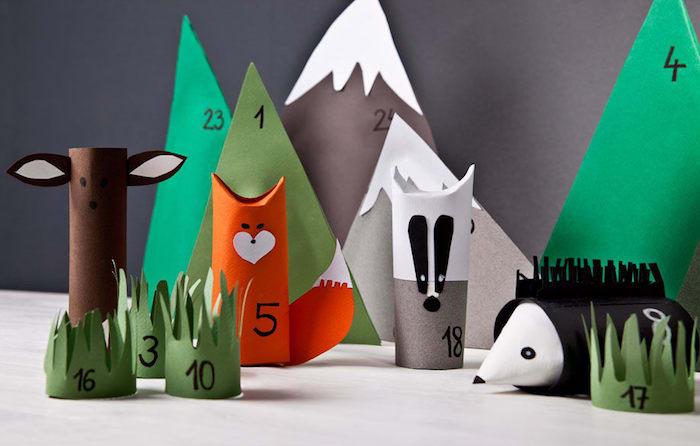 calendrier de l avent enfant en petits paquets avec surprises en rouleaux de papier toilette et papier motif animaux de la forêt figurines