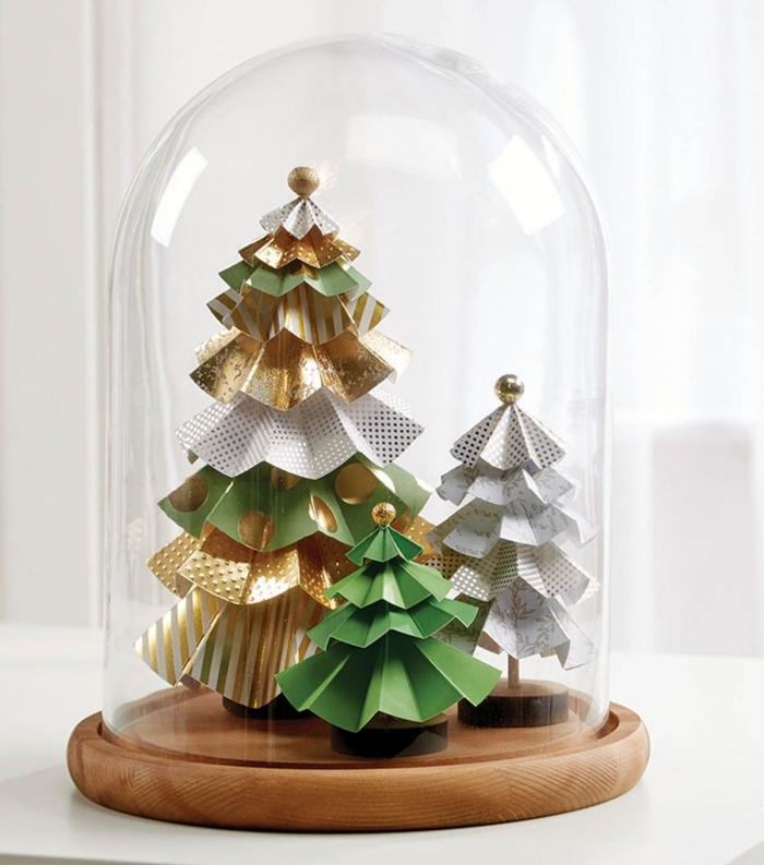 idées de décoration de noel à fabriquer en papier, mini sapins de noel en papier posés sous cloche pour un paysage de noël féerique et magique