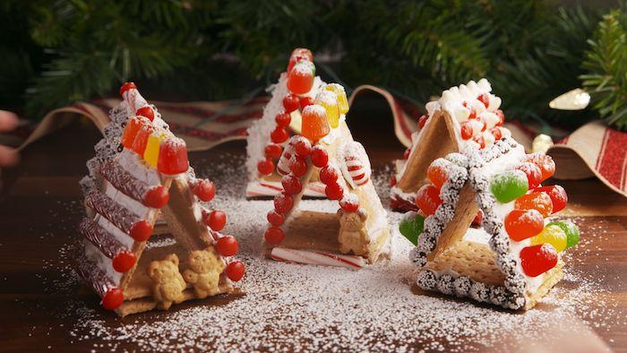 biscuit simple avec saveur pain d epice avec decoration bonbons colorés, dragées et autres gourmandises pour faire simple maison pain epices