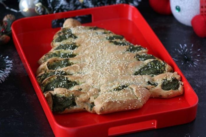 recette garniture salée pour un sapin de noel en pâte feuilletée, exemple décoration de pâte sapin avec graines de sésame