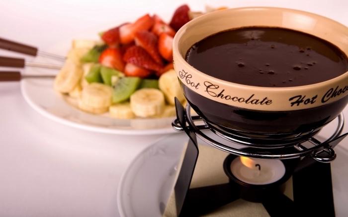 exemple de chocolat chaud a l ancienne, recette boisson au chocolat fondu en bain marie, idée boisson de noel facile