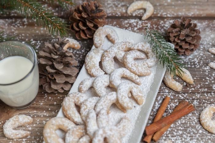 sable de noel facile et rapide, recette de vanille kipferl facile, idées mini cookies en forme de croissants à la vanille