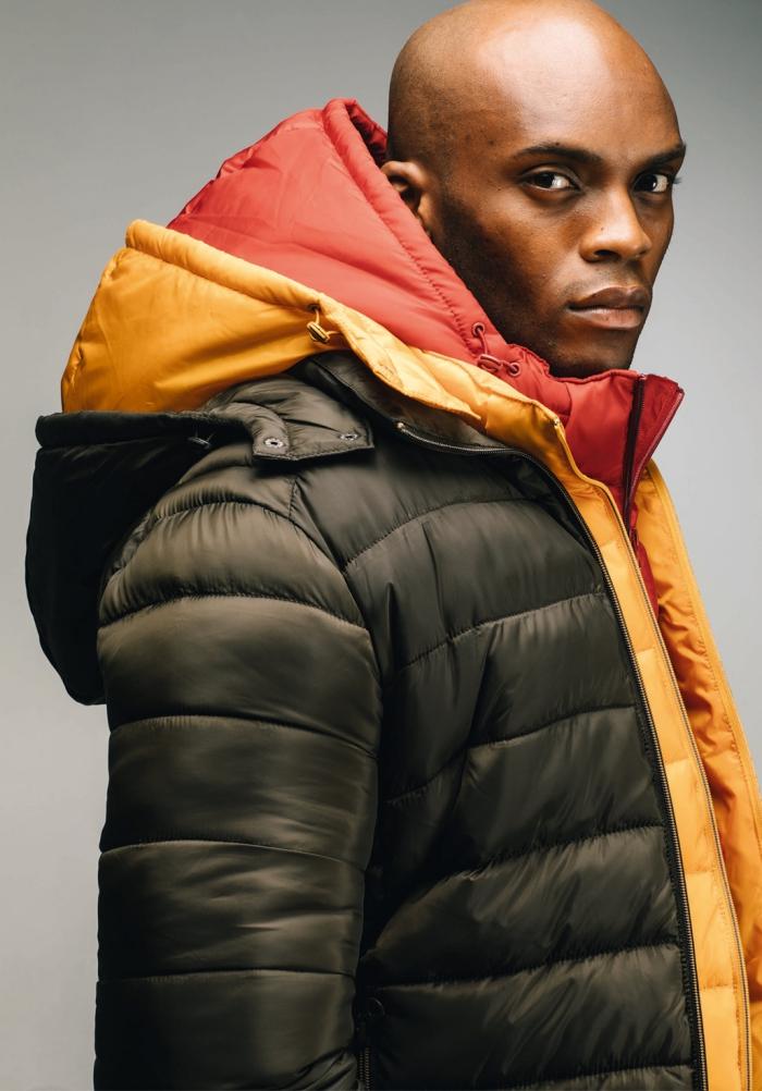 modèle doudoune matelassée à capuche amovible original à doublure contrastante couleur jaune et orange