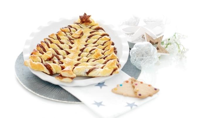 exemple de feuilleté chocolat facile en forme arbre de noel avec étoile, recette de Noël facile au Nutella et pâte feuilletée
