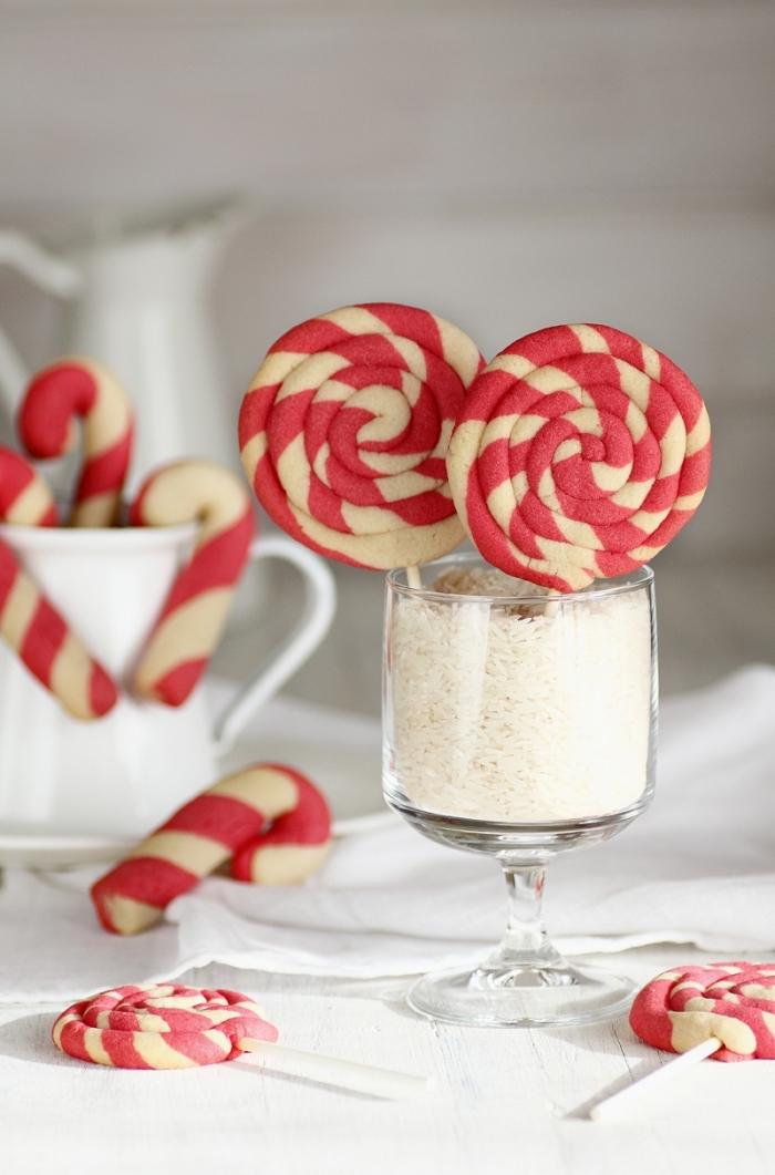 comment faire des sucre orge à la maison, recette friandise noel facile et rapide, modèle mini gâteaux pour noel