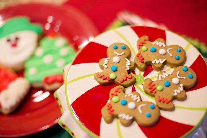 idées petit gateau de noel, mini biscuits faciles en forme de bonhommes de neige au gingembre et à la cannelle