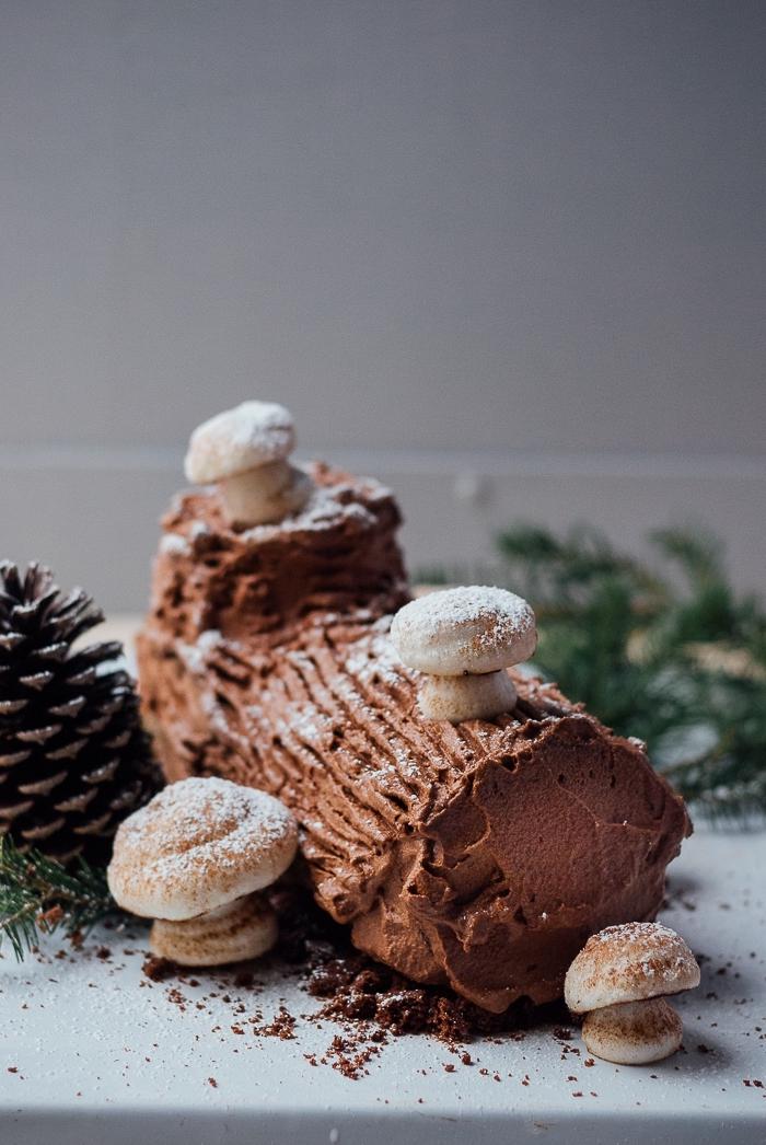 alternative au gâteau roulé traditionnel, recette de buche glacée maison réalisé avec des sablés au chocolat montés en gâteau