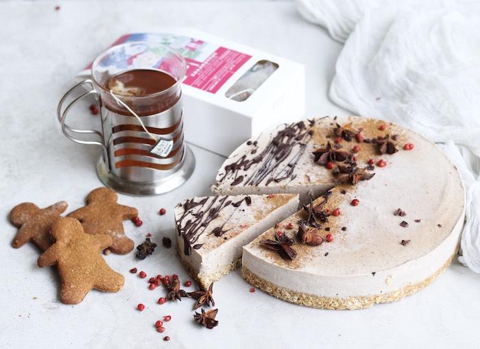 idee comment faire un cheesecake de noel avec base de flacons d avoine et crème fromagère décorée de chocolat et autres épices de noel