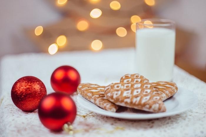 biscuit de noel facile, préparer le petit déjeuner du père noel, idée cookies de noel en formes de coeurs dorés