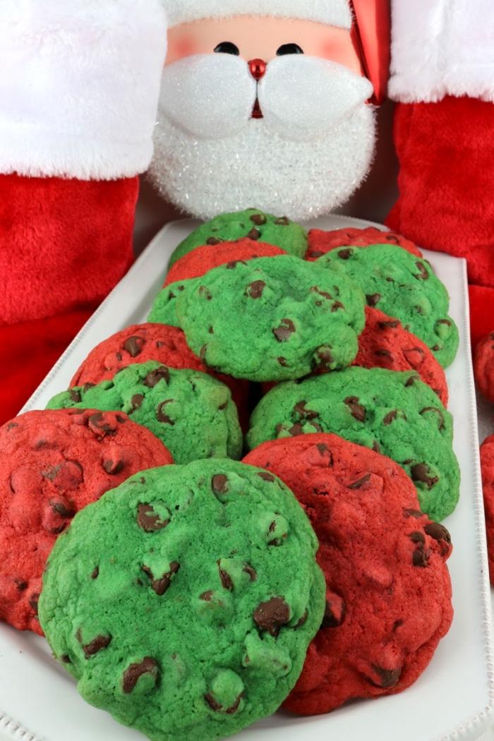 recette biscuits de noel au chocolat, décorer des cookies au chocolat avec colorant alimentaire, cookies couleurs de noel