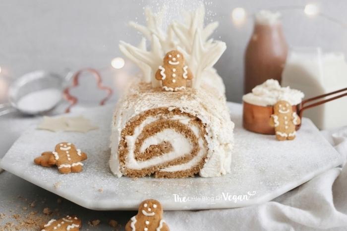 recette dessert noel vegan à base du pain d'épices enroulé, à la crème vegan parfumée à la cannelle et gingembre, au glaçage de ganache au chocolat blanc sans lactose