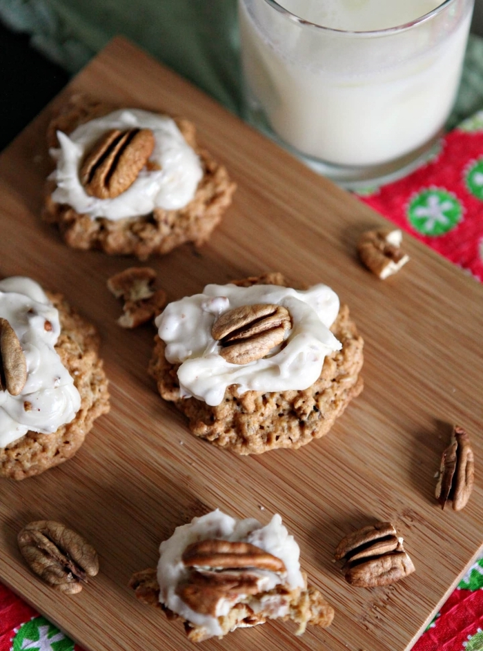 comment préparer des biscuits pour père noel, idée recette biscuit noel au chocolat et noix avec glaçage blanc