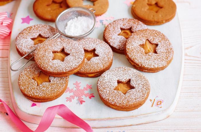 exemple bredele à la vanille et golden sirop, idée comment faire biscuit de noel en forme ronde avec étoile au centre