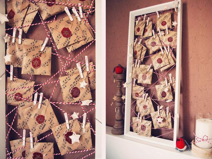 cadre bois avec de petits sachets motif notes musicales sur fil rouge et blanc suspendus sur des pinces à linge bois