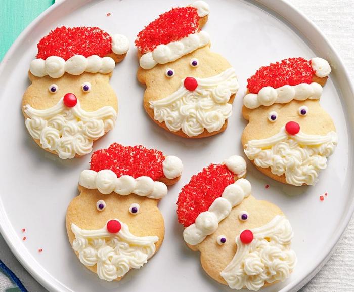 recette biscuit noel facile et rapide, cookies au beurre et à la vanille avec glaçage en forme visage de père noel