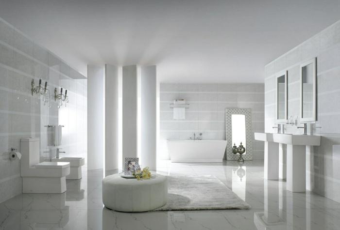 salle de bain blanche, avec baignoire, vasques colonnes, tabouret rond, tapis blanc