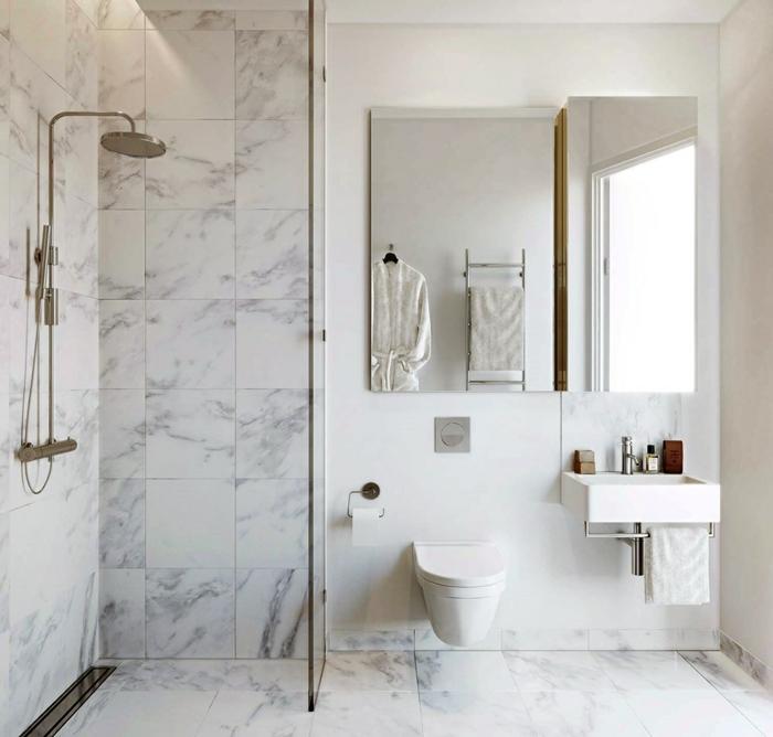 salle de bain marbre blanc, douche plan ouvert, armoire de toilette miroir, wc suspendu, salle de bains toute blanche