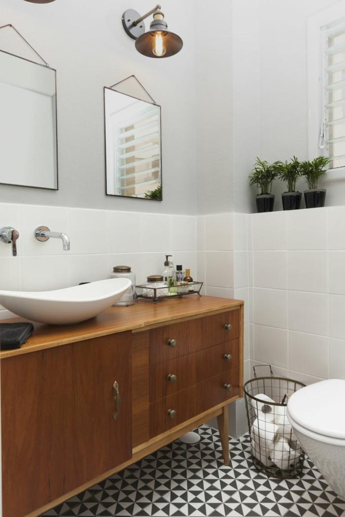 intérieur de salle de bain rétro industriel, lampes industrielles étal, buffet mid century, murs gris clairs