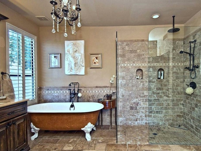 baignoire style ancien pattes de lion, plafonnier pampilles, douche à l'italienne, meuble avec placards en bois, sol travertin