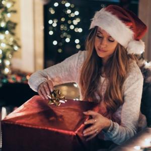Tenue de Noël pour femme - comment s'habiller pour les différentes activités de cette journée festive