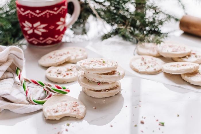 idée pour recette biscuit de noel americain, modèle de cookies au chocolat blanc, quels gâteaux pour la fin d'année