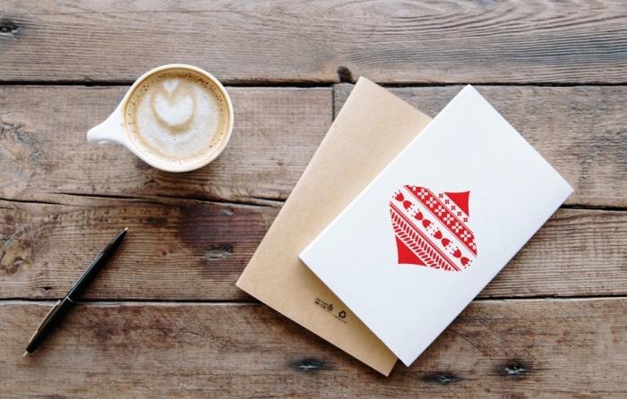 exemple de carte de voeux noel facile à faire en papier cartonné avec motifs noel, ornements de noel en washi tape sur papier cartonné