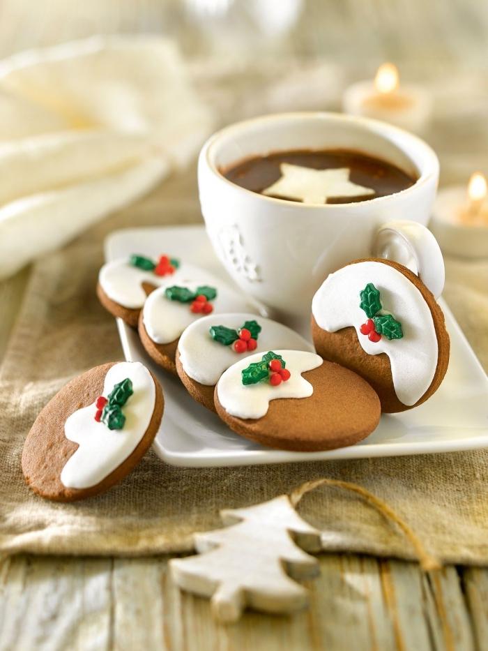 sable de noel facile et rapide, cookies au gingembre et cannelle, biscuits pour noel avec glaçage blanc et petites branches en fondant