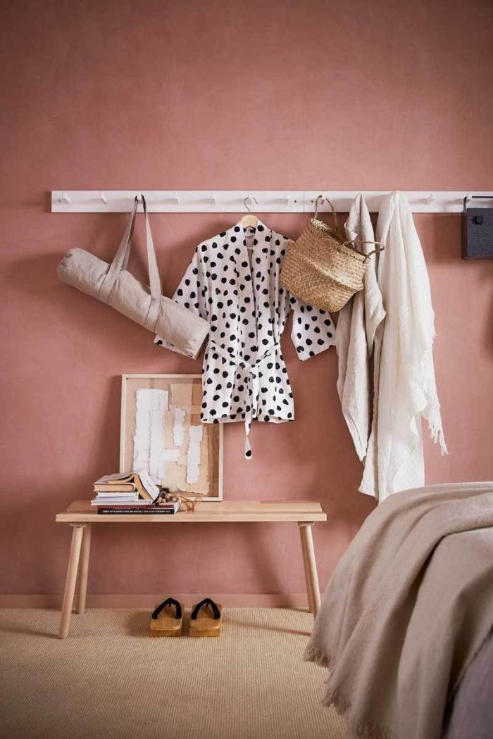 idée deco chambre femme, couleur terracota tendance peinture 2019, design intérieur cozy chambre fille avec meubles en bois