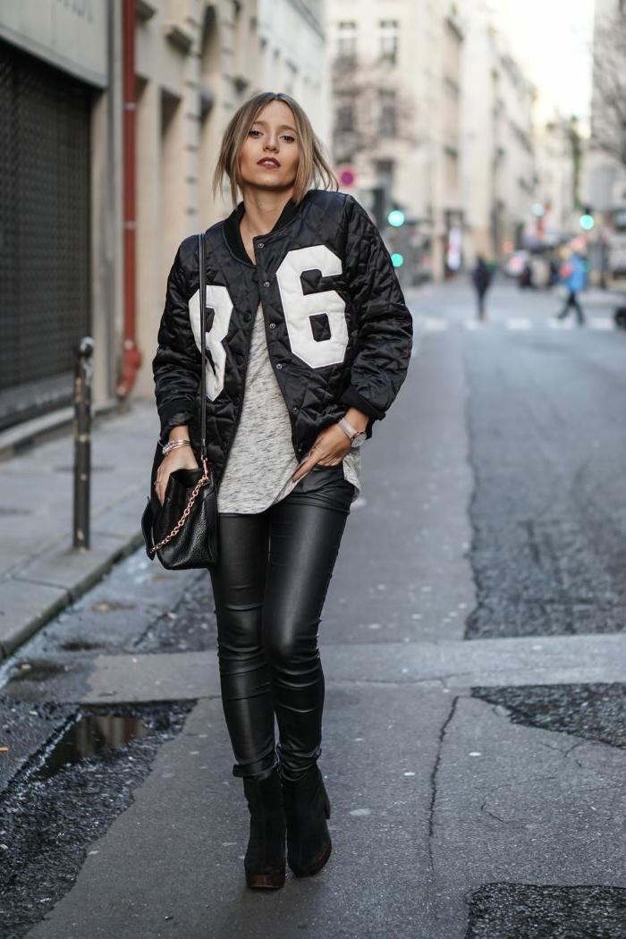 pantalon cuir skinny, bottes noires, manteau noir matelassé, sac noir épaule, mode femme automne