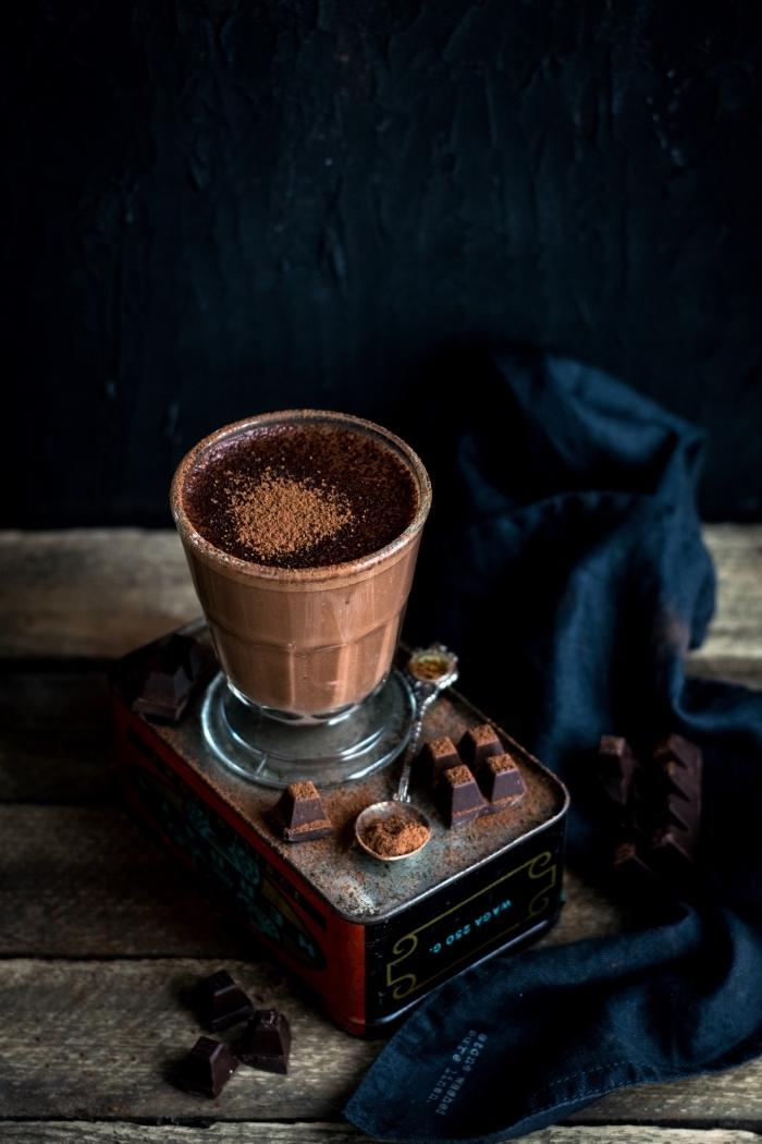 chocolat fondu au lait, recette chocolat chaud épais maison, boisson chaude et réconfortante au chocolat ou cacao en poudre