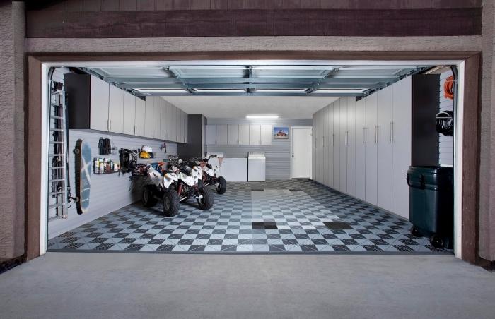 idée meuble garage, projet de rénovation de garage avec panneaux muraux et meubles de rangement armoires