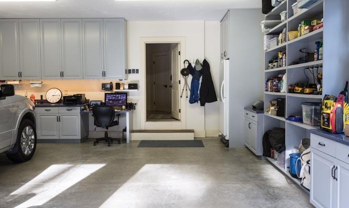 choix etagere rangement garage, optimisation espace avec rangement mural, exemple de garage avec emplacement voiture et meubles