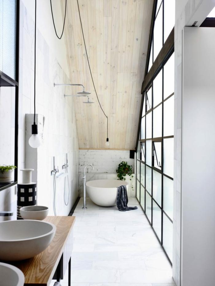 La salle de bain vintage, style industriel, design salle des bains maison rustique ou appartement verrier original baignoire ronde