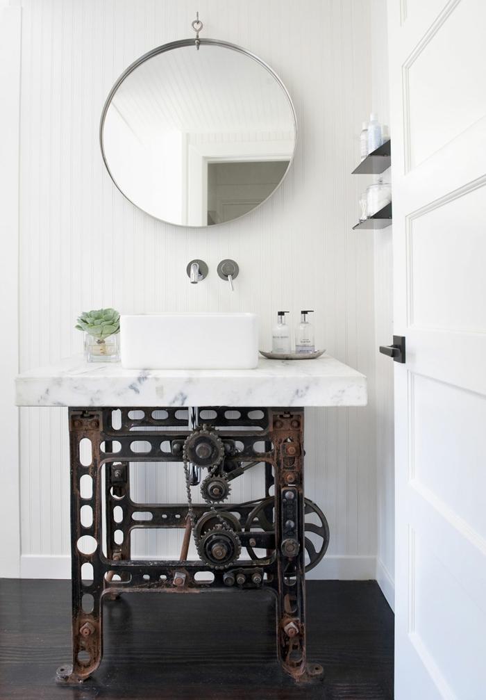 Meuble salle de bain industriel, décoration salle de bain simple, deco scandinave inspiration design épuré, machine industrielle miroir ronde