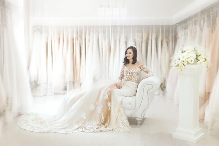 magnifique design de robe de mariée tendance 2019, couleur robe mariage, modèle de robe aux épaules dénudées