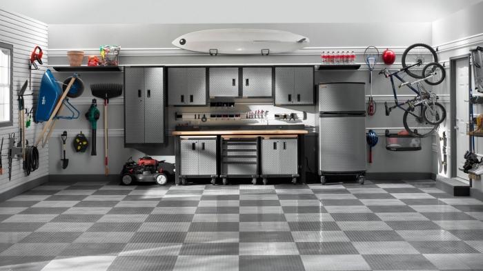 modèle de revêtement mural tendance panneau en blanc, idée rénovation de garage moderne avec meubles rangement