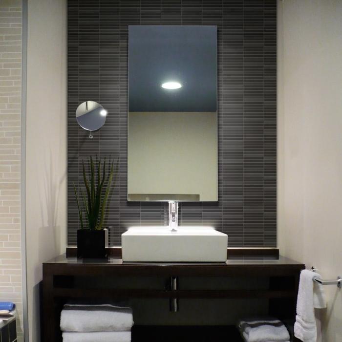 crédence adhésive couleur gris anthracite qui recouvre l'intégralité du mur derrière la vasque à poser en céramique