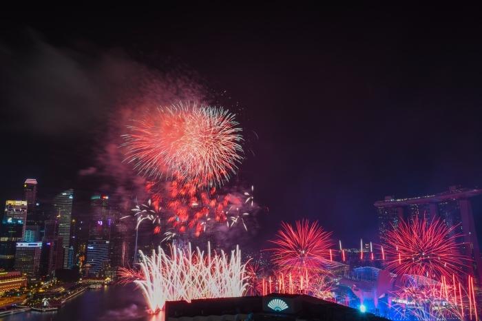 images nouvel an gratuites, photo spectacle lumière, fête de nouvel an célébration avec feux d'artifice, photo réveillon 2019