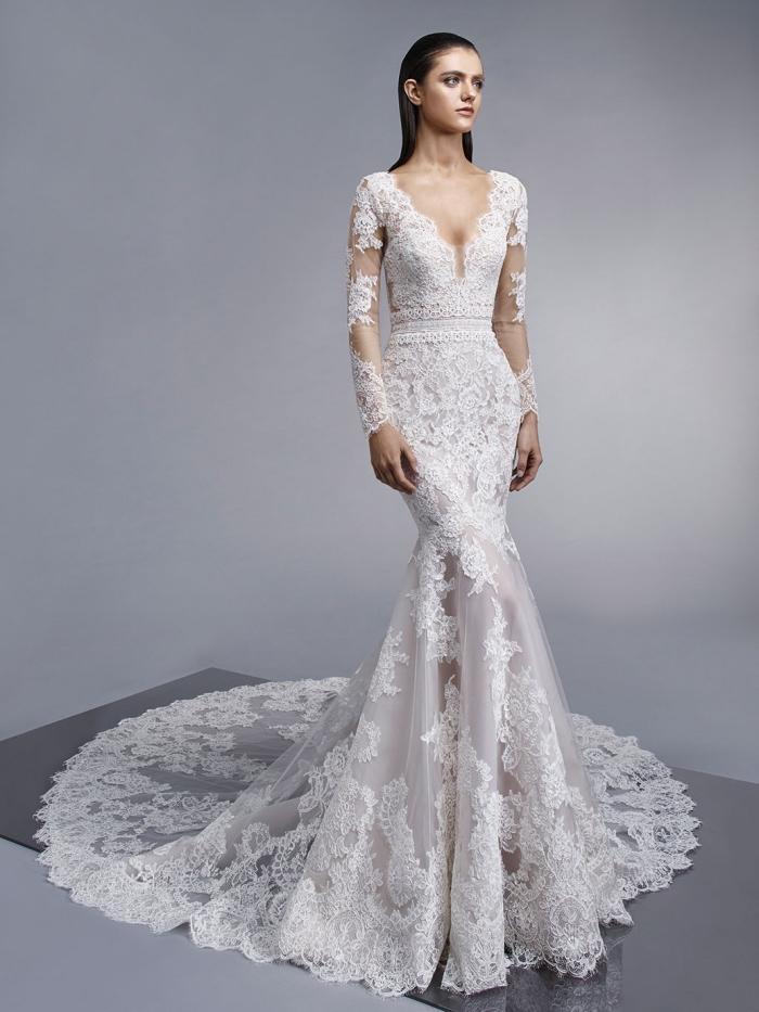 modèle de robe de mariée manche dentelle avec décolleté plongeant et longue traîne, quelle matière pour robe de mariée stylée