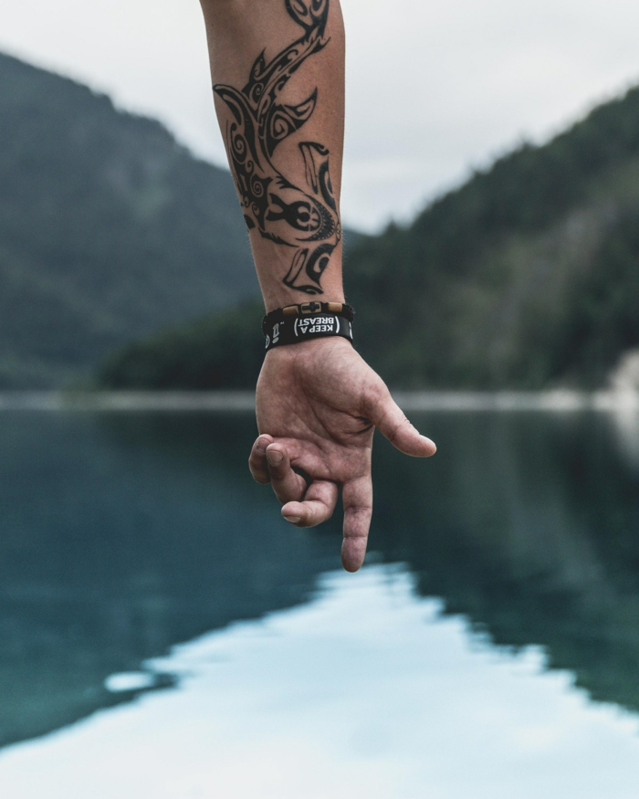 Tatouage abstrait modele de tatouage ephemere faire le meilleur choix pour soi, main jolment tatoué
