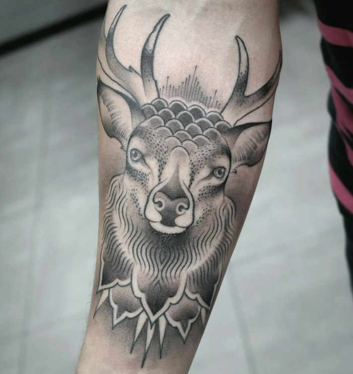 Animal tatouage bras, modele de tatouage minimaliste pour l'avant bras, tatouage homme, design animal géométriques formes