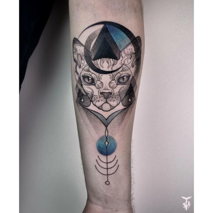 Swag tatouage chat, tête de chat géométrique motifs, dessin stylisé noir et bleu, comment se tatouer choisir le style de son tatouage