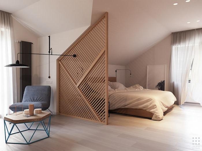 idee de séparation chambre à coucher, claustra interieur bois, separation chambre à coucher salon simple à installer, deco chambre sous pente
