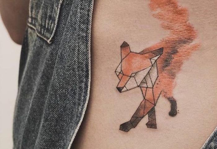 Style de tatouage original minimaliste, tatouage renard géométrique, tatouage tete de renard orange, géométrique style tatouage comment se tatouer