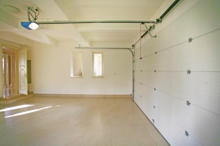idée peinture murale pour garage, exemple comment rénover son garage, transformer un garage en pièce à vivre