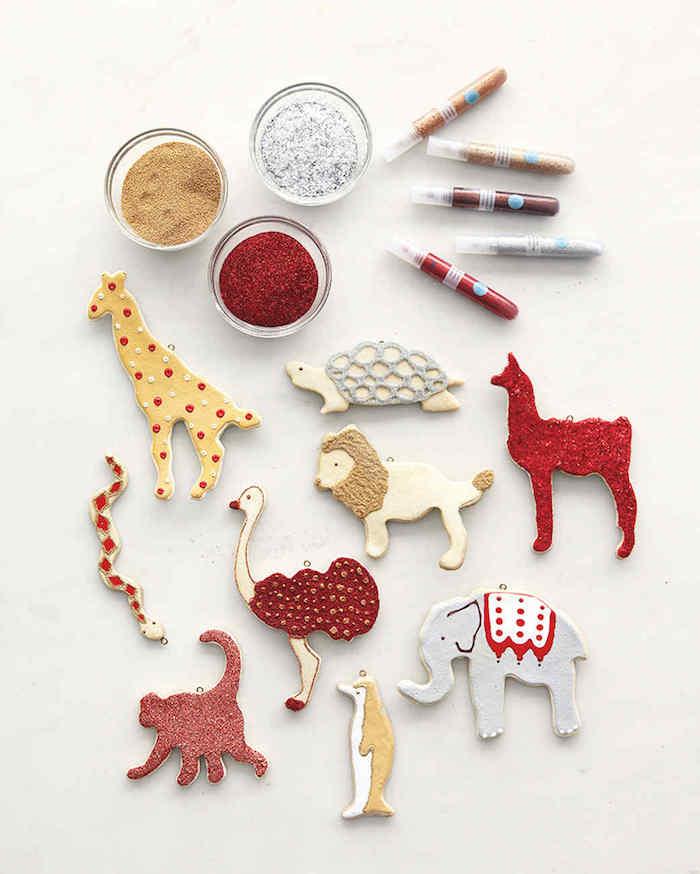 animaux en pâte à sel et peinture paillettes à fabriquer facilement avec emporte pièces