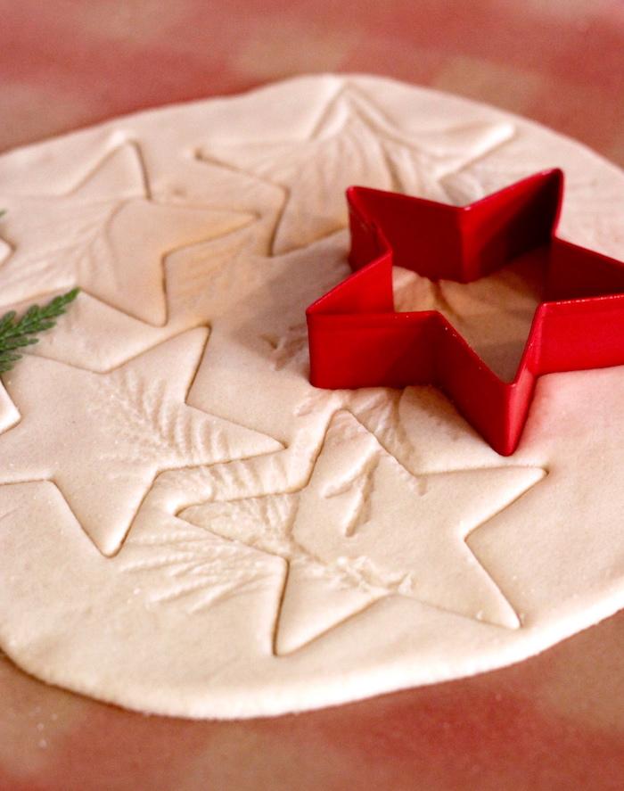 pate a sel facile modèle emporte pièce en etoile pour décoration de noel diy