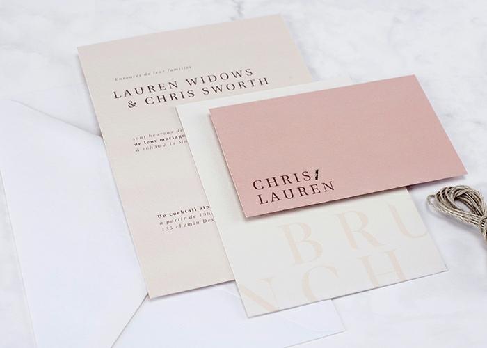 modele de carte d'invitation, papier mat rose et blanc, script noir, ficelle en jute, comment faire une carte d'invitation