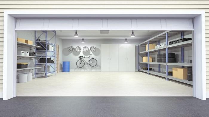 intérieur moderne dans un garage rénové, quelle peinture pour un garage, exemple rangement mural avec porte-vélo